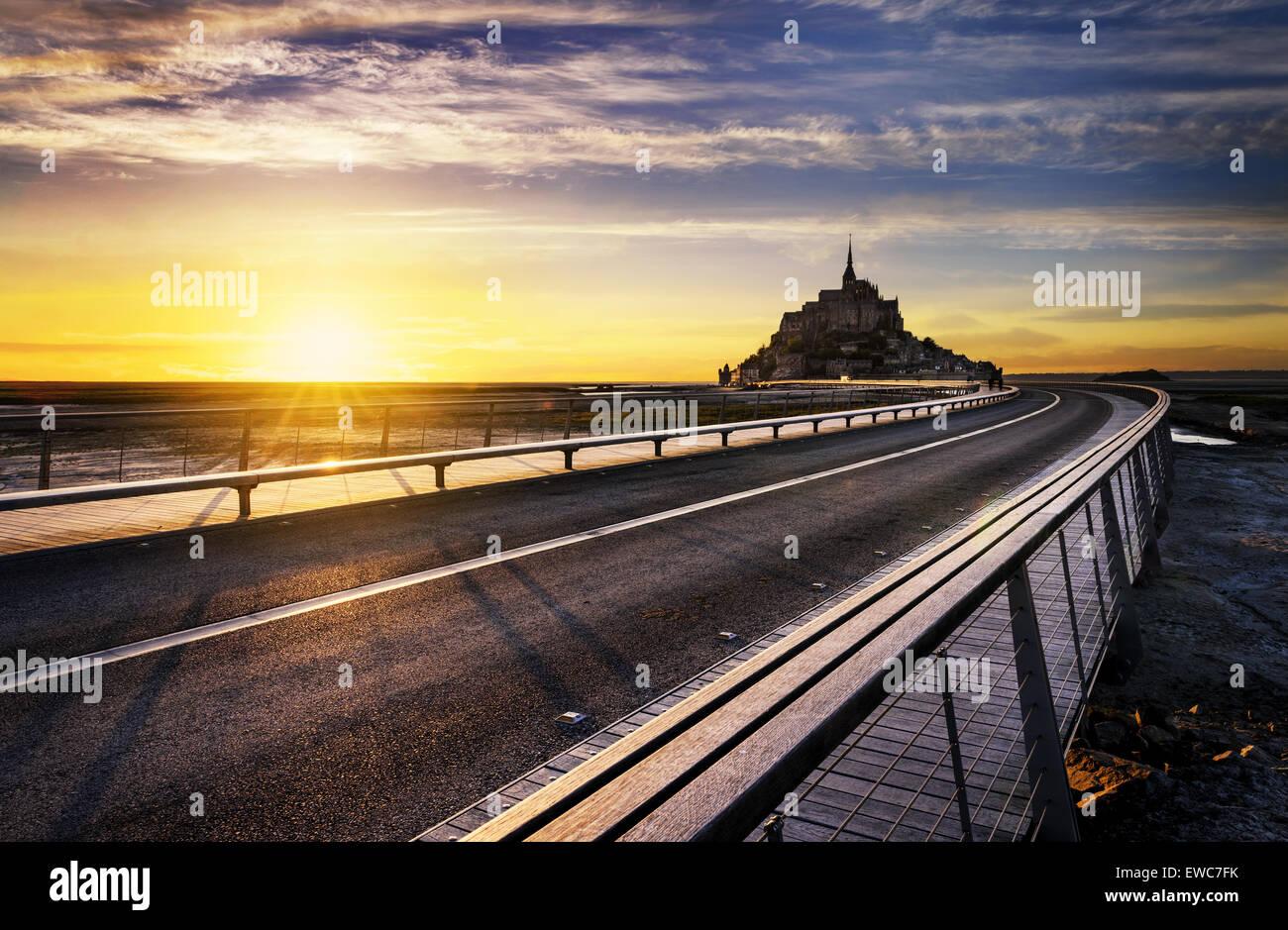 Le Mont-Saint-Michel al atardecer, Normandía, Bretaña, Francia, Europa Foto de stock