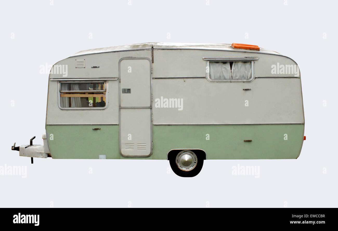 Estilo 1960 caravana retro aislada con trazado de recorte. Imagen De Stock