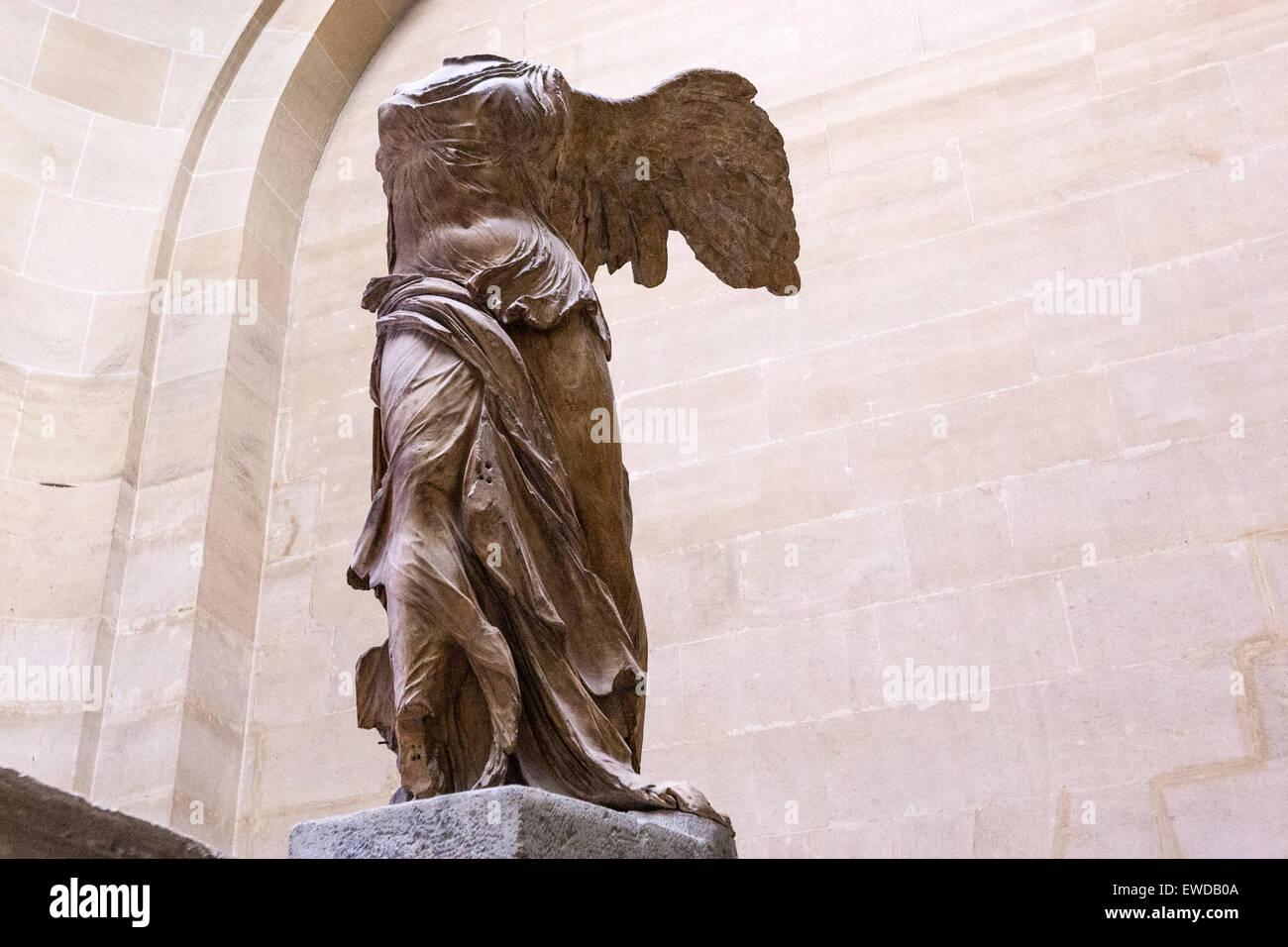muy Práctico Nylon  La Victoria Alada de Samotracia, escultura de mármol de la diosa griega Nike  (Victoria). Museo del Louvre Fotografía de stock - Alamy