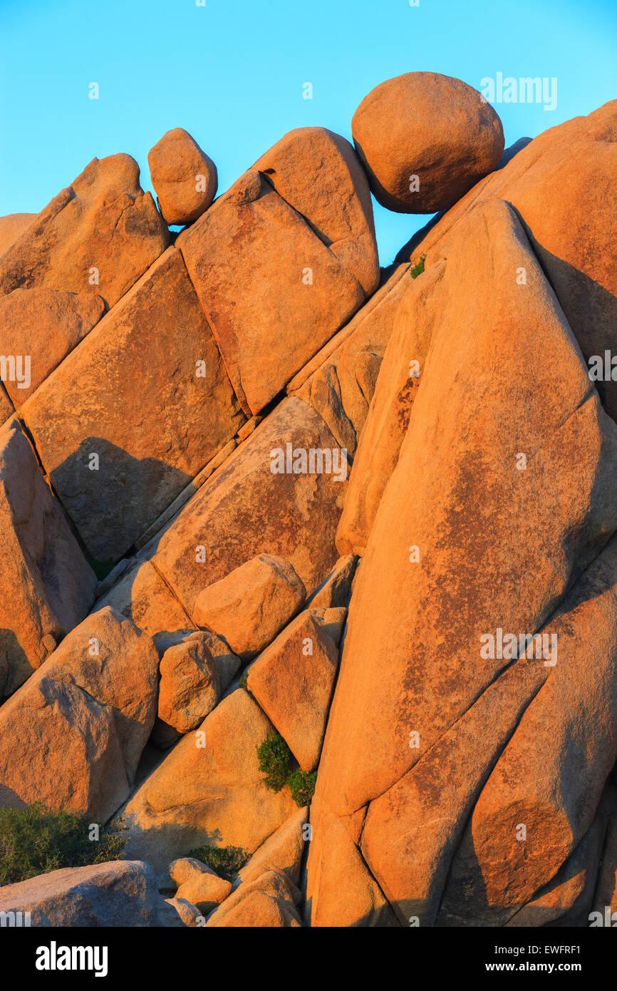 Rocas gigantes en el Parque Nacional Joshua Tree, California, USA. Imagen De Stock