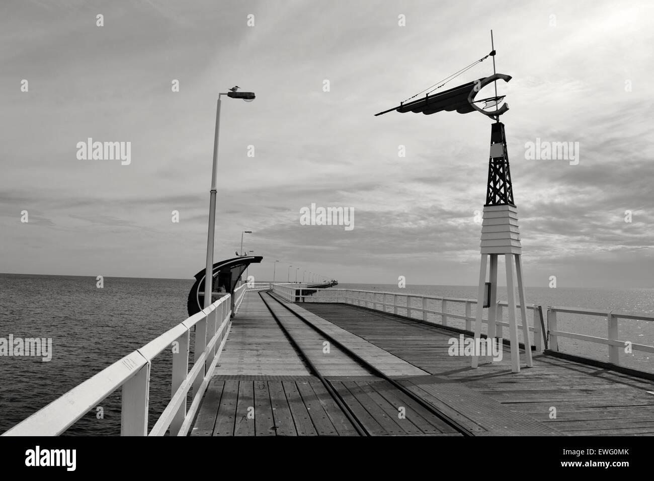 Ocean Pier en blanco y negro Imagen De Stock