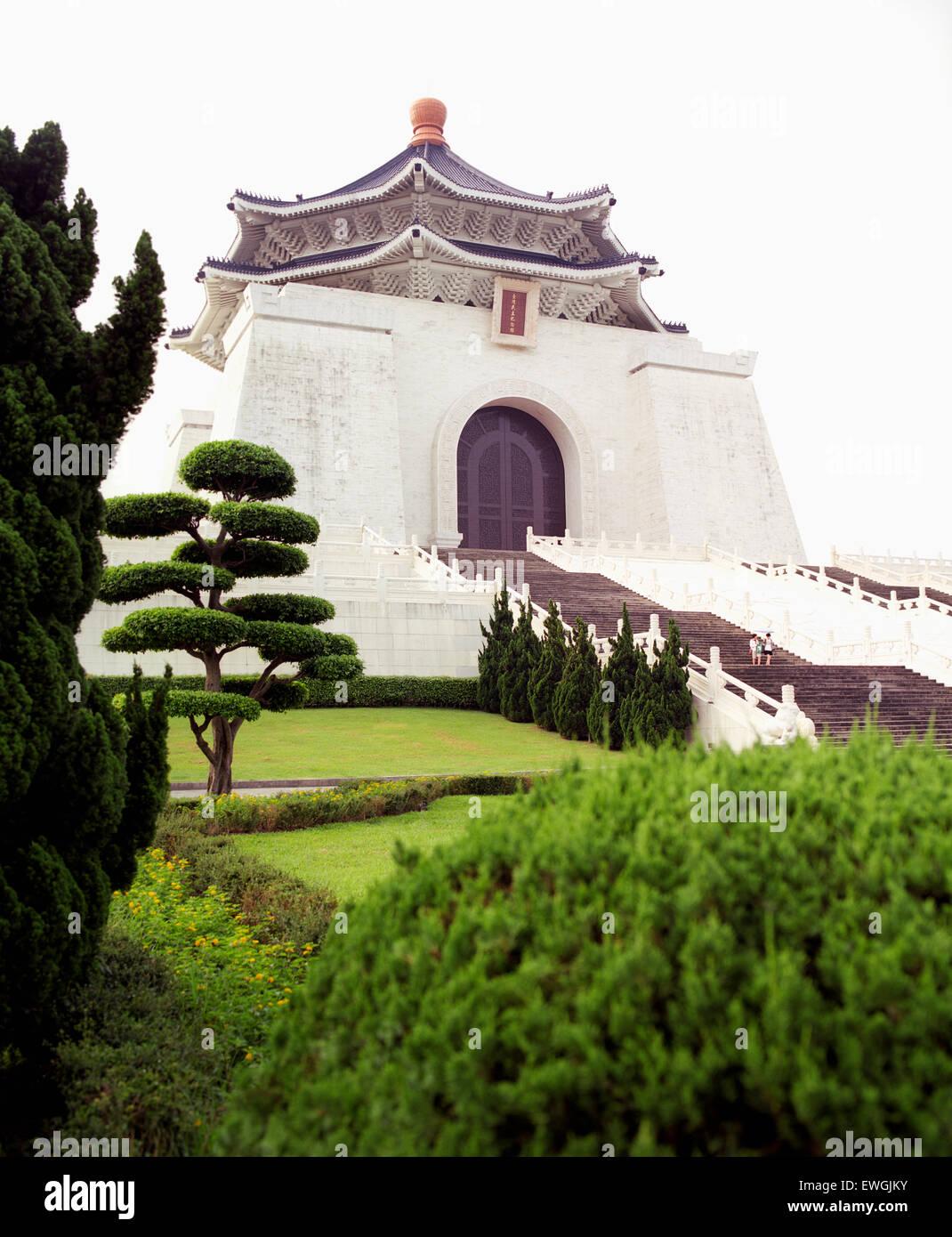 Chiang Kai-shek Memorial Hall al amanecer. Taipei, Taiwán. Asia. Imagen De Stock