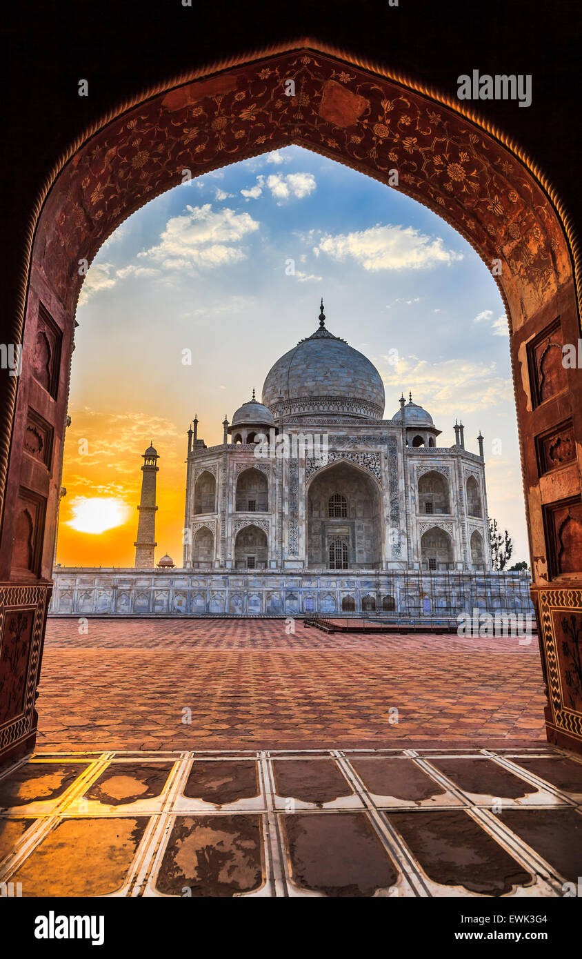 Amanecer en el Taj Mahal en Agra, India Imagen De Stock