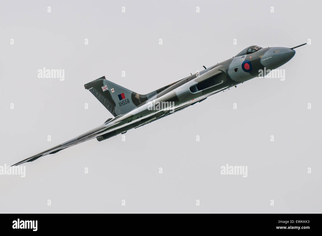Bombardero Avro Vulcan B2 Número de serie XH558 voló por encima de todos los jubilados existentes V-bombarderos Imagen De Stock