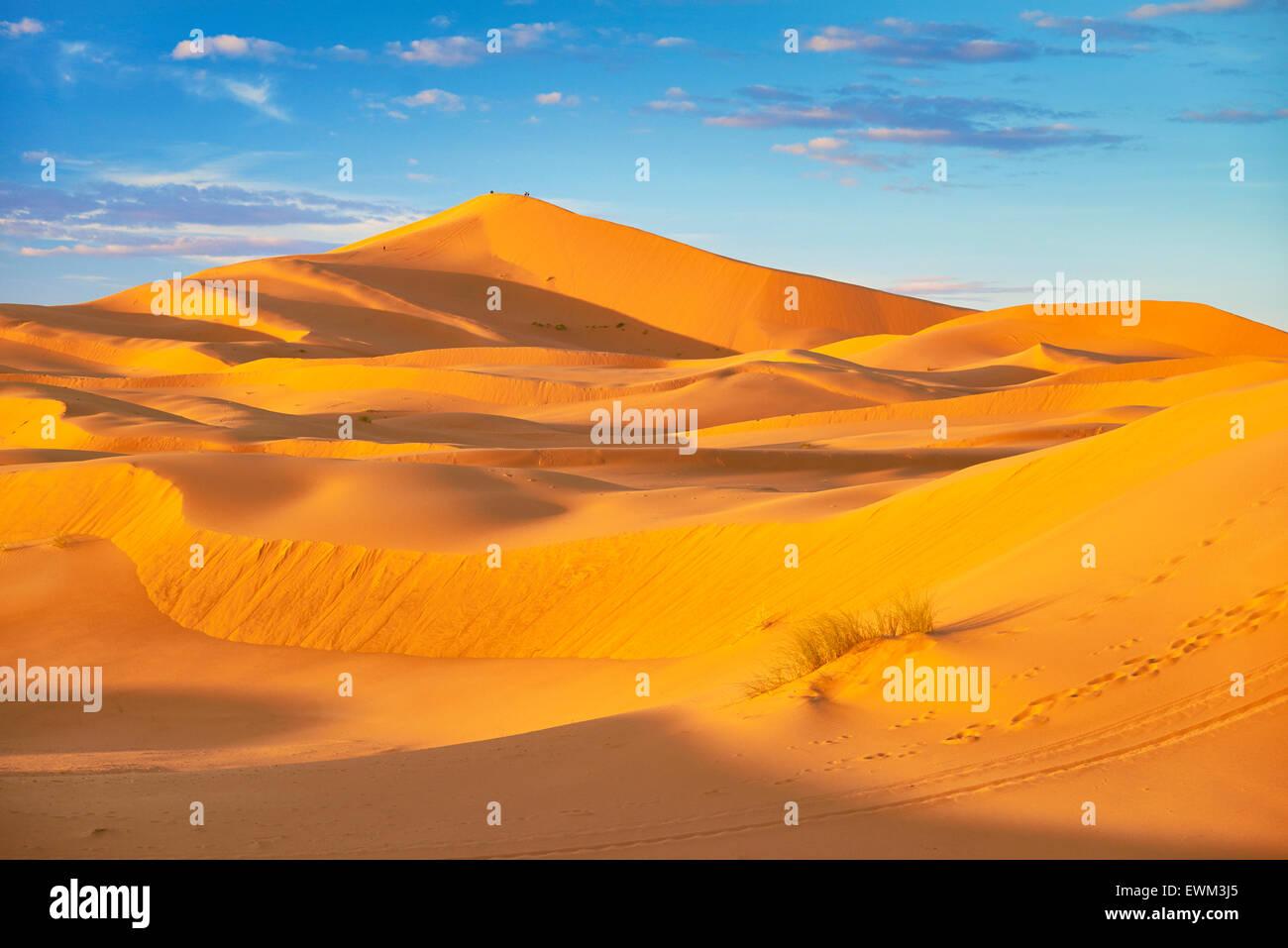 Erg Chebbi desierto cerca de Merzouga, Sahara, Marruecos Imagen De Stock