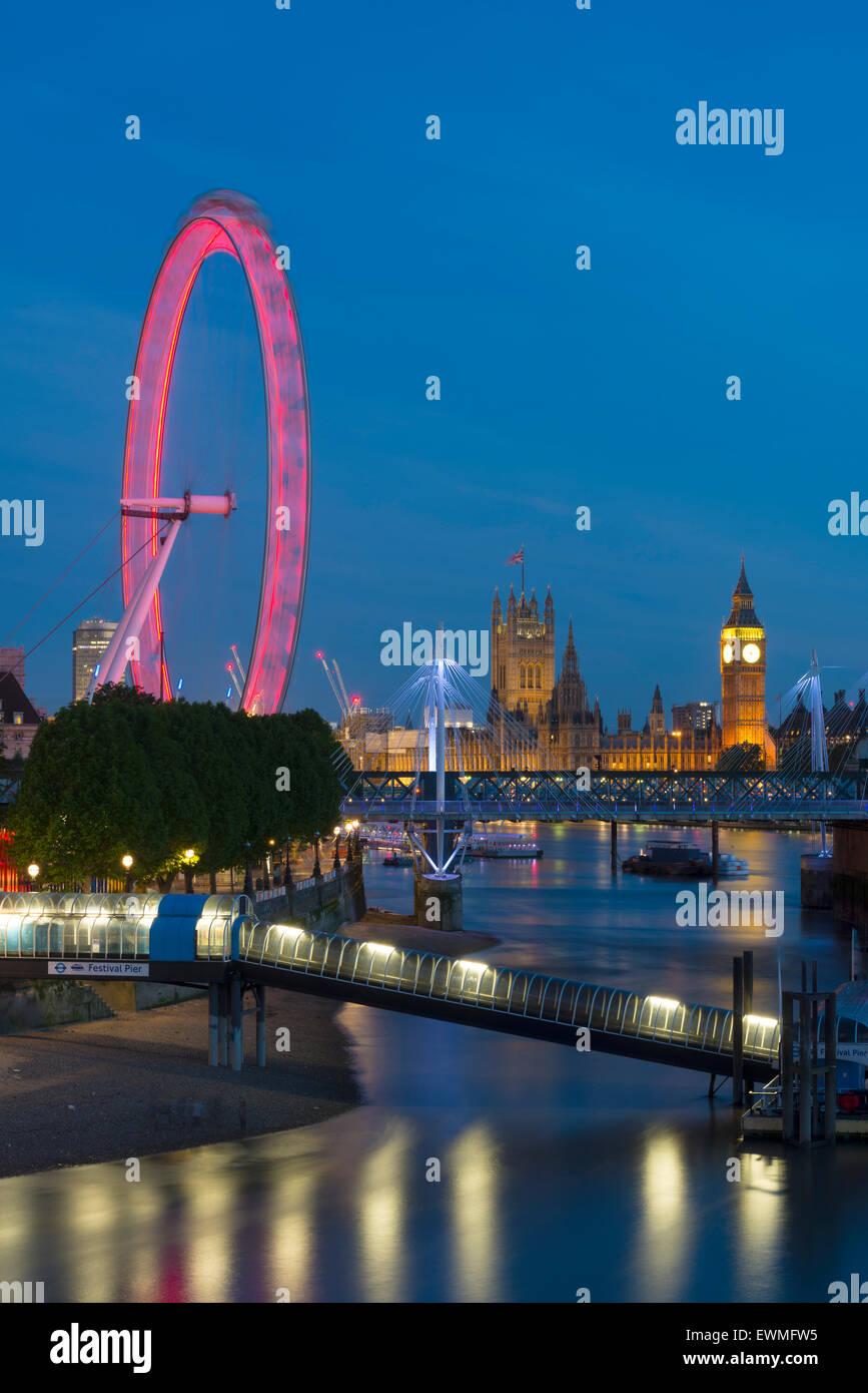 El London Eye, Las Casas del Parlamento, el Big Ben, Londres, Inglaterra, Reino Unido Foto de stock