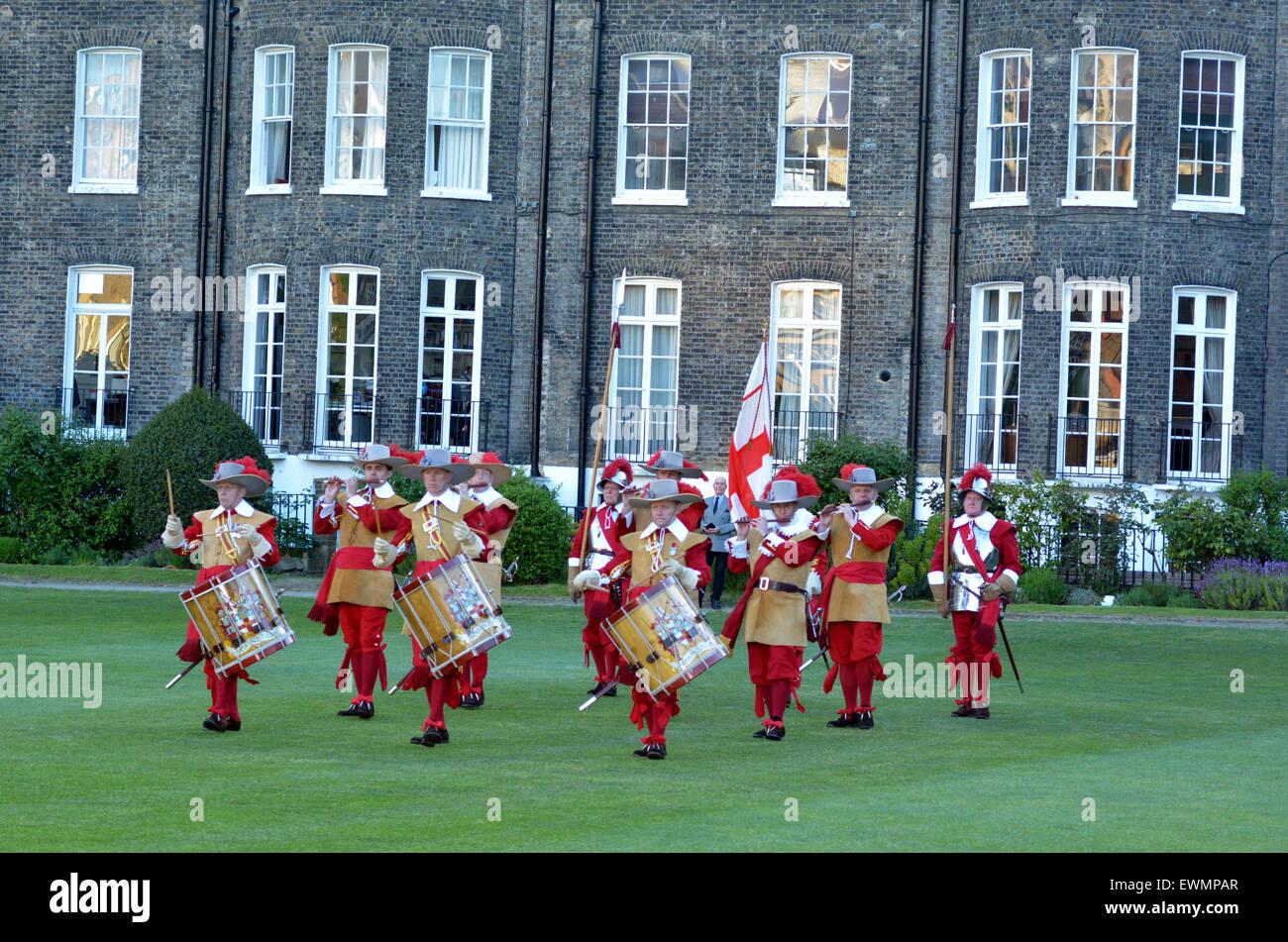 Londres - 14 de mayo de 2015:Piqueros y mosqueteros de la Honorable Compañía de artillería desfile Imagen De Stock