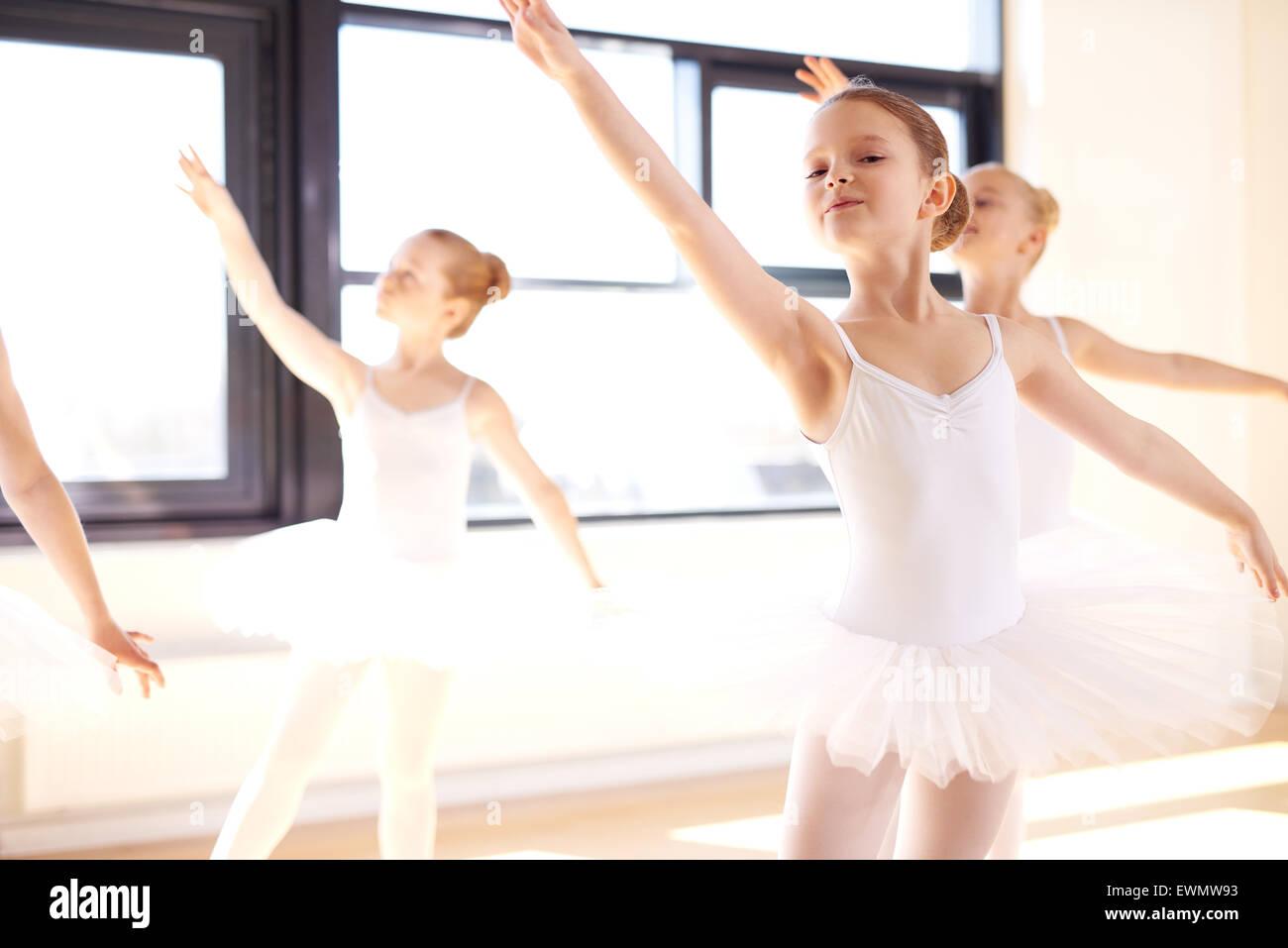 cerca bailarines pequeña mama en Algeciras