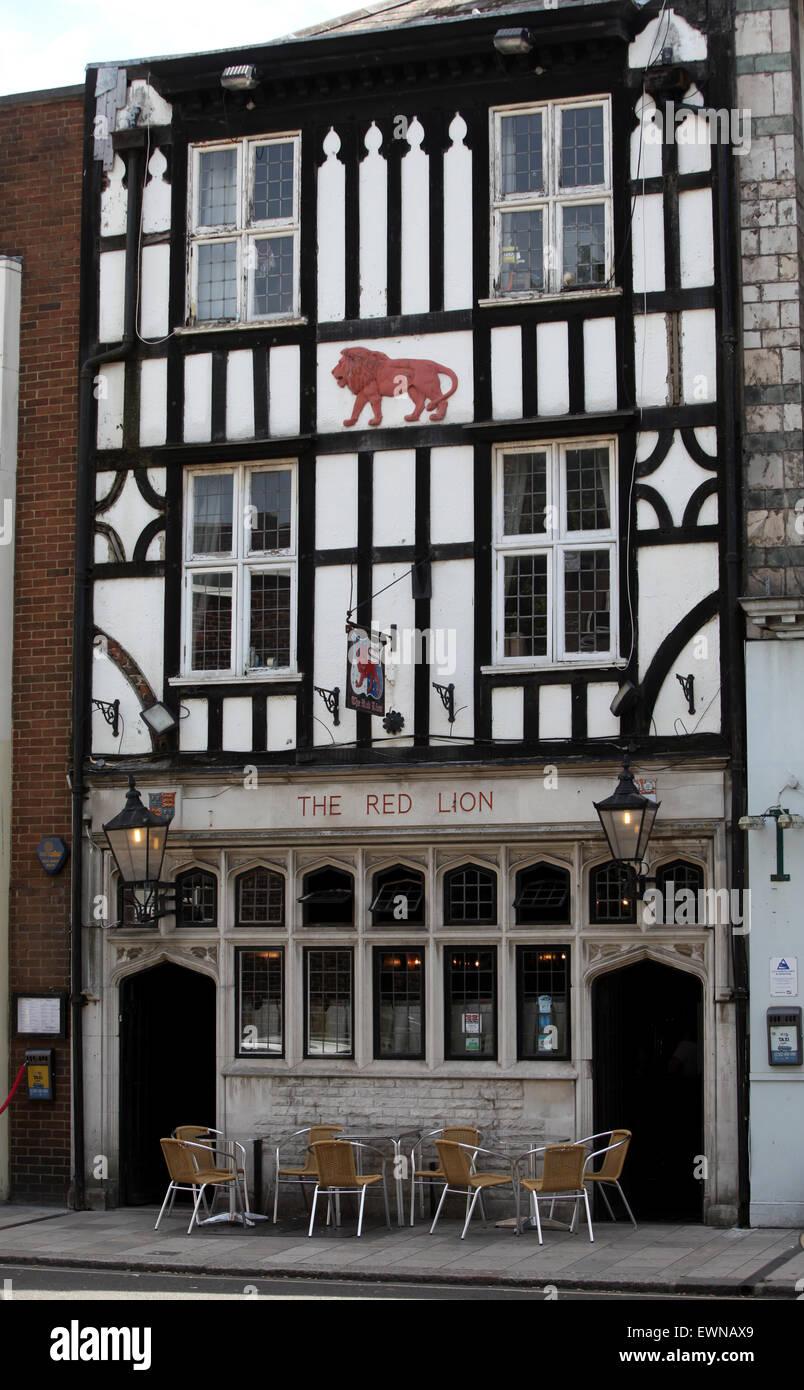 El Red Lion Pub en Southampton. Uno de los pubs más antiguos en el Reino Unido el pub data de 1148, y dice Imagen De Stock