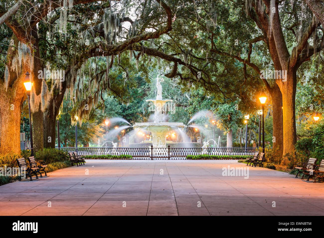 Savannah, Georgia, EE.UU. en el parque Forsyth Fuente. Imagen De Stock