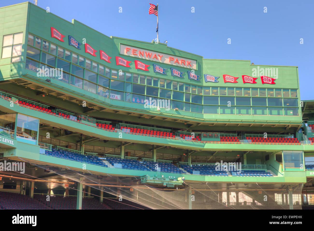 La casilla de prensa detrás del plato de home en el icónico Fenway Park en Boston, Massachusetts. Imagen De Stock