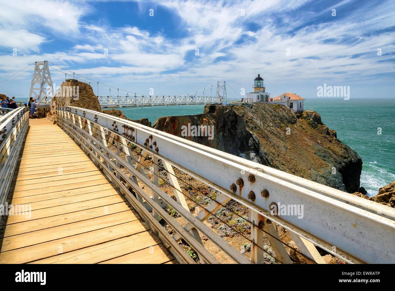 El puente de faro de Punta Bonita bajo el hermoso cielo, San Francisco, California Imagen De Stock