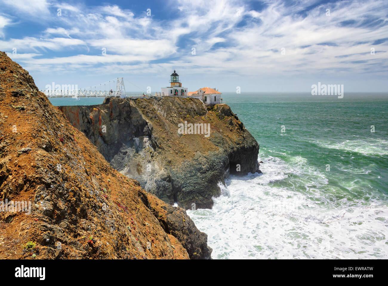 Faro en la roca. Faro de Punta Bonita, en San Francisco, California Imagen De Stock