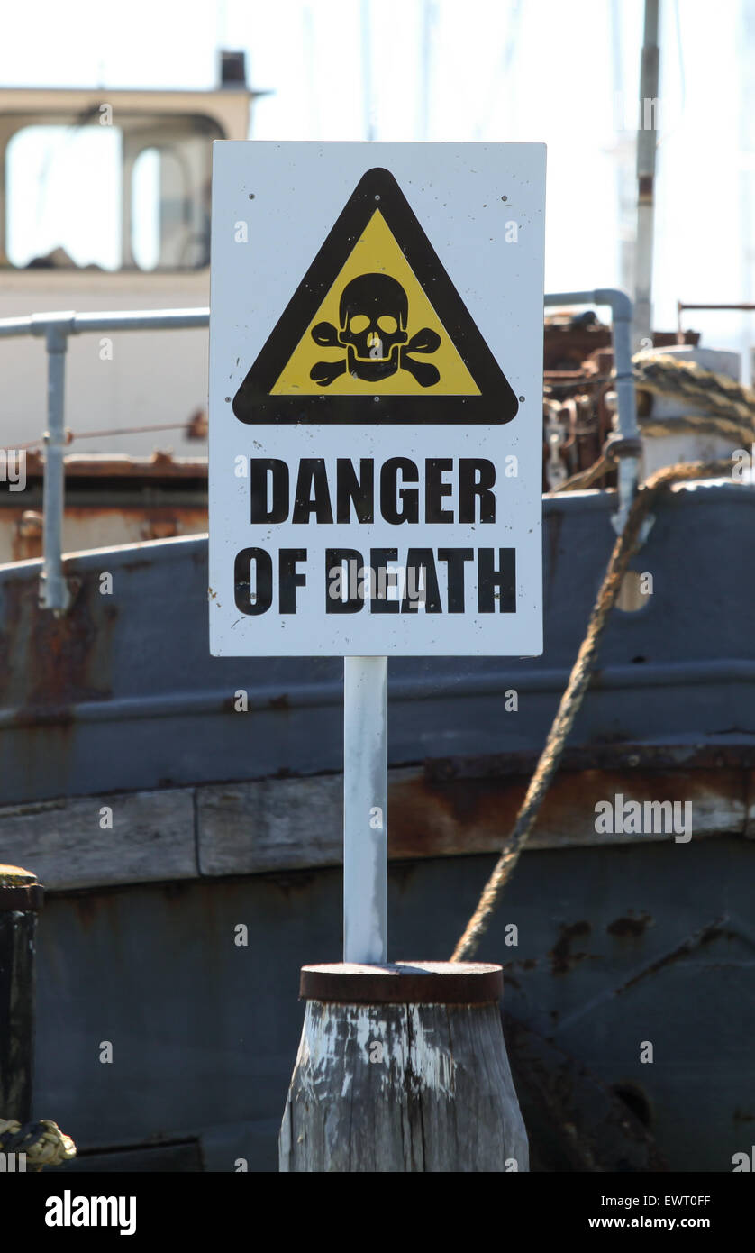 Peligro de muerte firmar en Lymington Harbour Hampshire Imagen De Stock