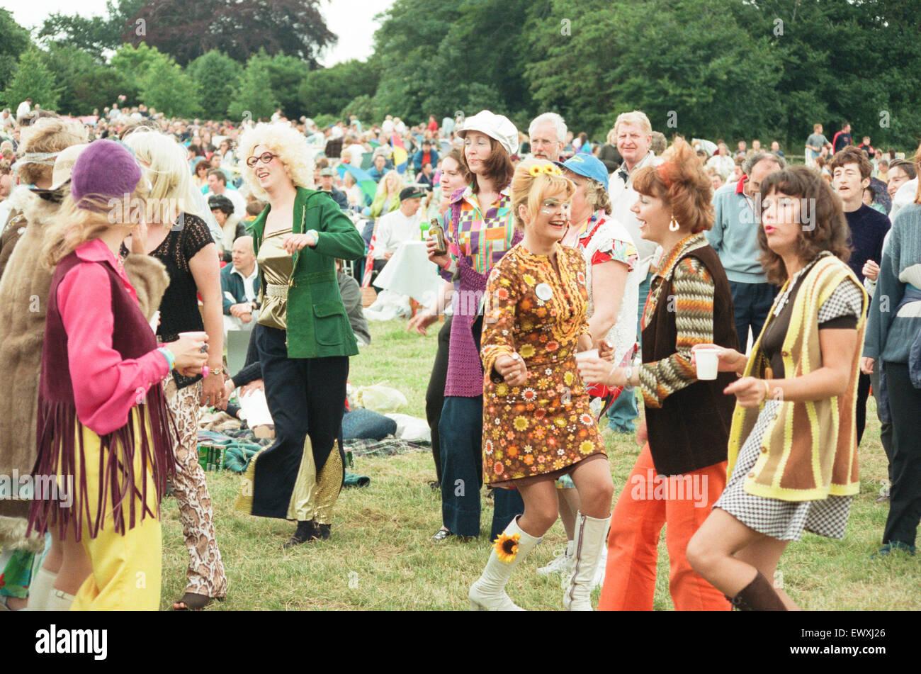 Una de los 60's y 70's concierto con mirar a-como bandas y Bjorn Beatlemania nuevamente se celebró en Ormesby Hall Foto de stock