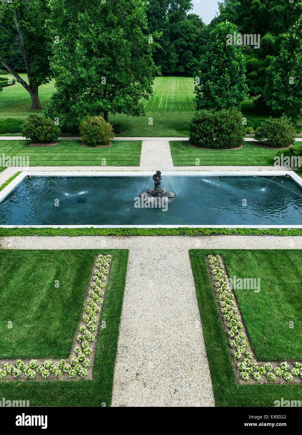 Piscina con fuente, Nemours Mansion y jardines, Wilmington, Delaware, EE.UU. Imagen De Stock