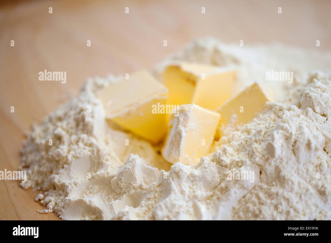 Harina y mantequilla. Imagen De Stock