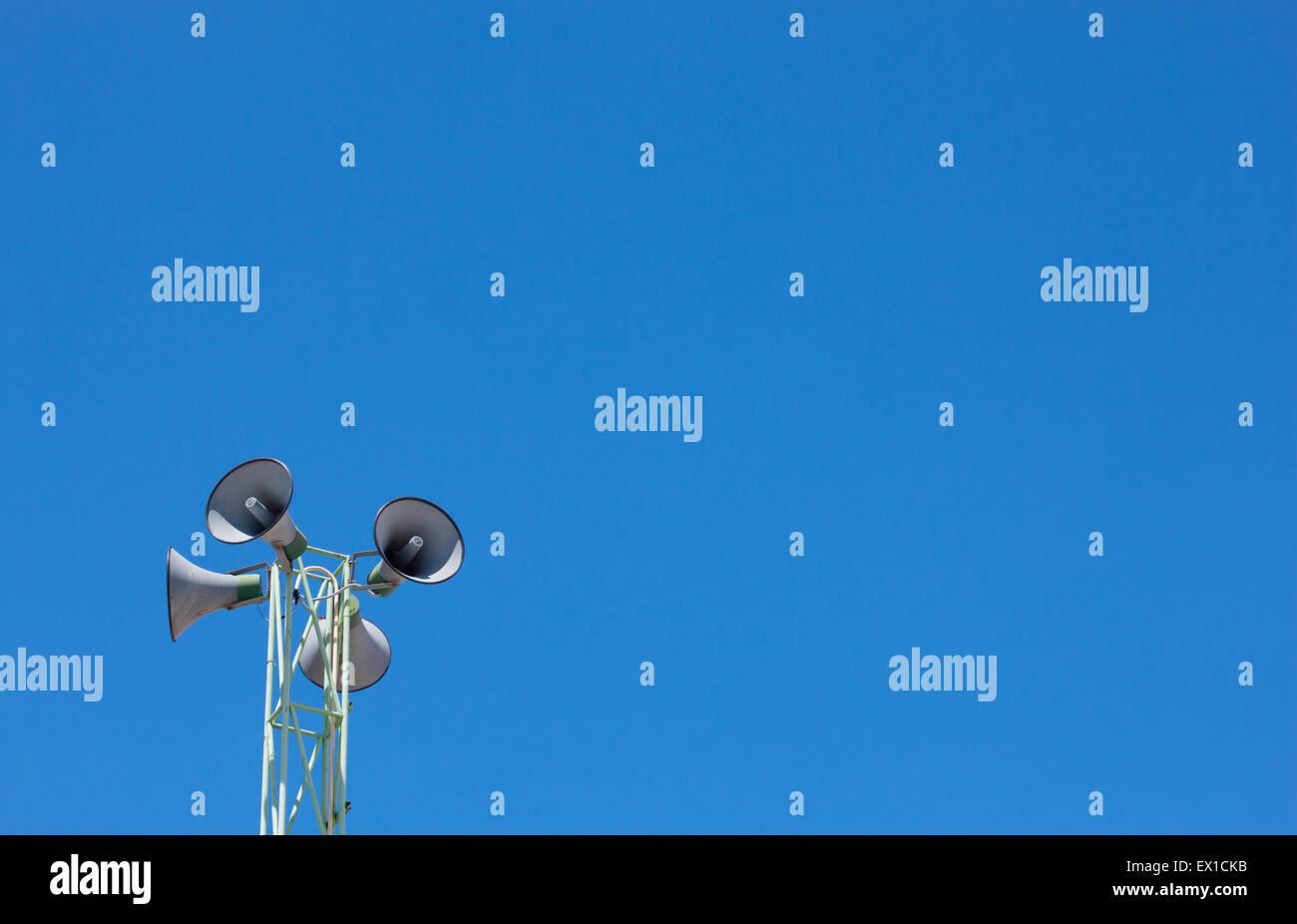Megáfono y cielo azul Imagen De Stock
