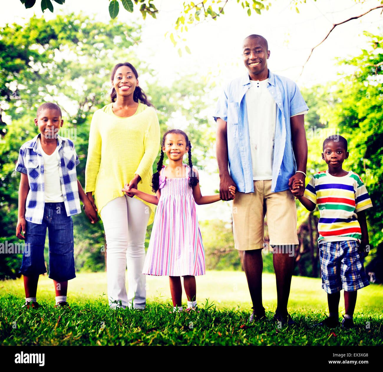 La felicidad de la familia africana para vacaciones de concepto de actividad Imagen De Stock