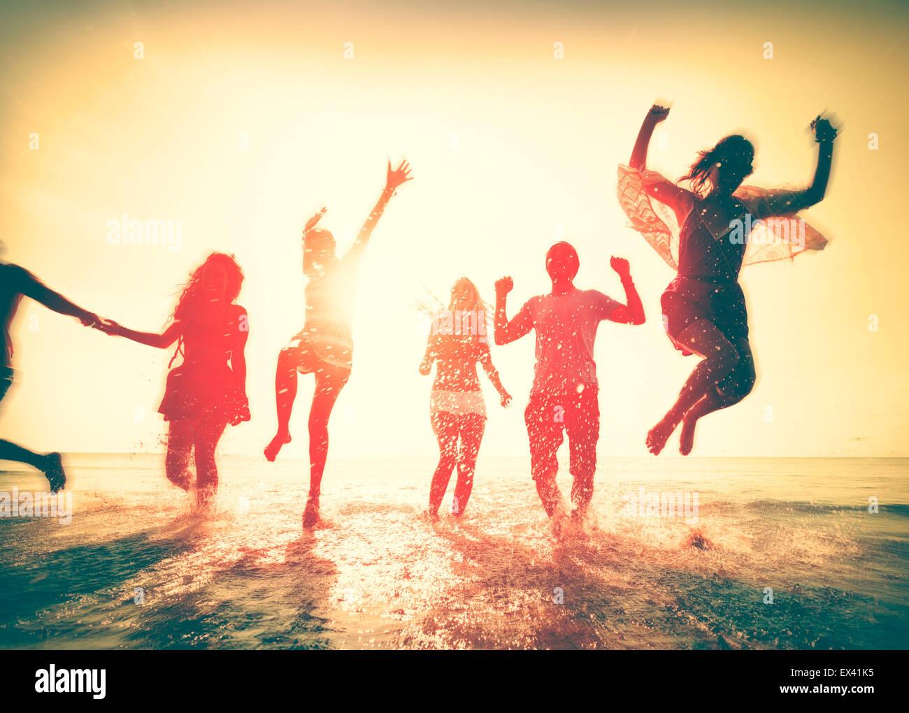 La amistad libertad Concepto de vacaciones de verano en la playa Imagen De Stock