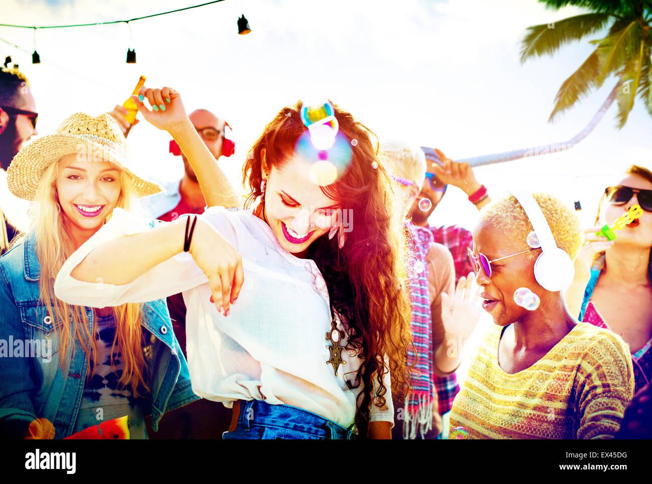 Amistad bailando pegado Playa felicidad gozosa concepto Imagen De Stock