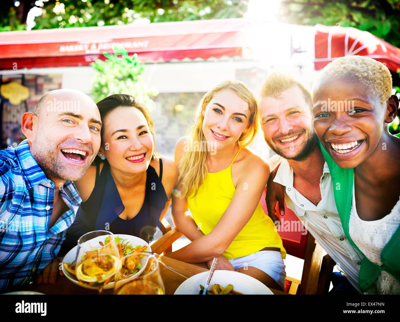 La gente parte amistad compañerismo felicidad concepto Imagen De Stock