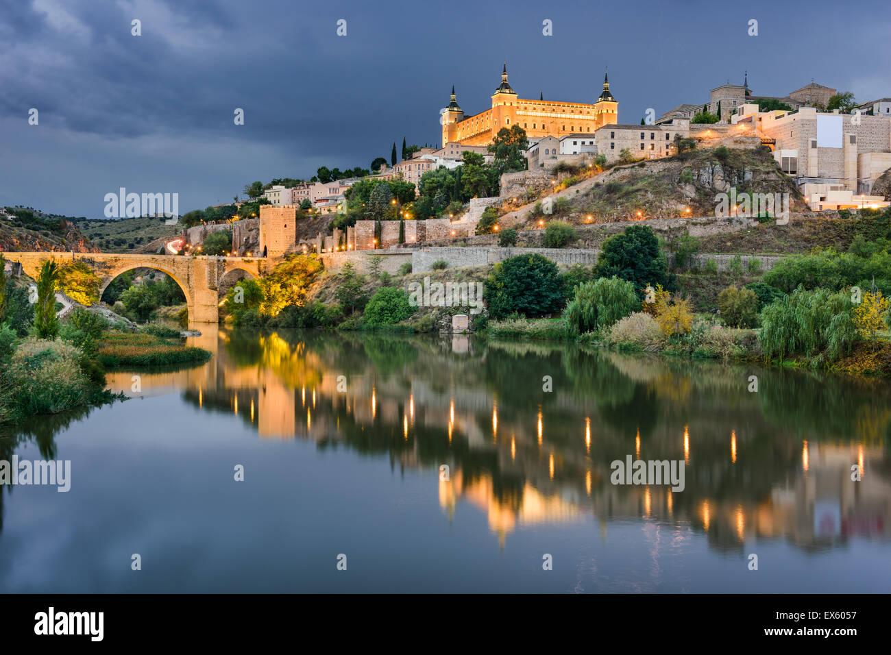 Toledo, España sobre el río Tajo. Imagen De Stock
