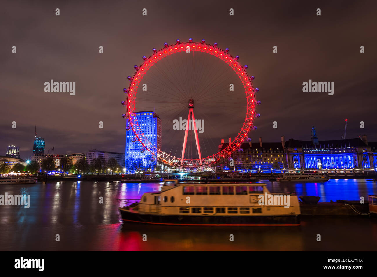 El London Eye de noche Foto de stock