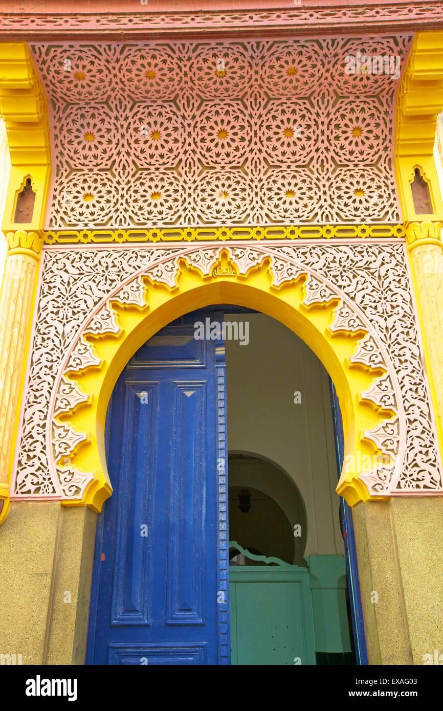 La entrada a la mezquita, Tánger, Marruecos, Norte de África, África Imagen De Stock