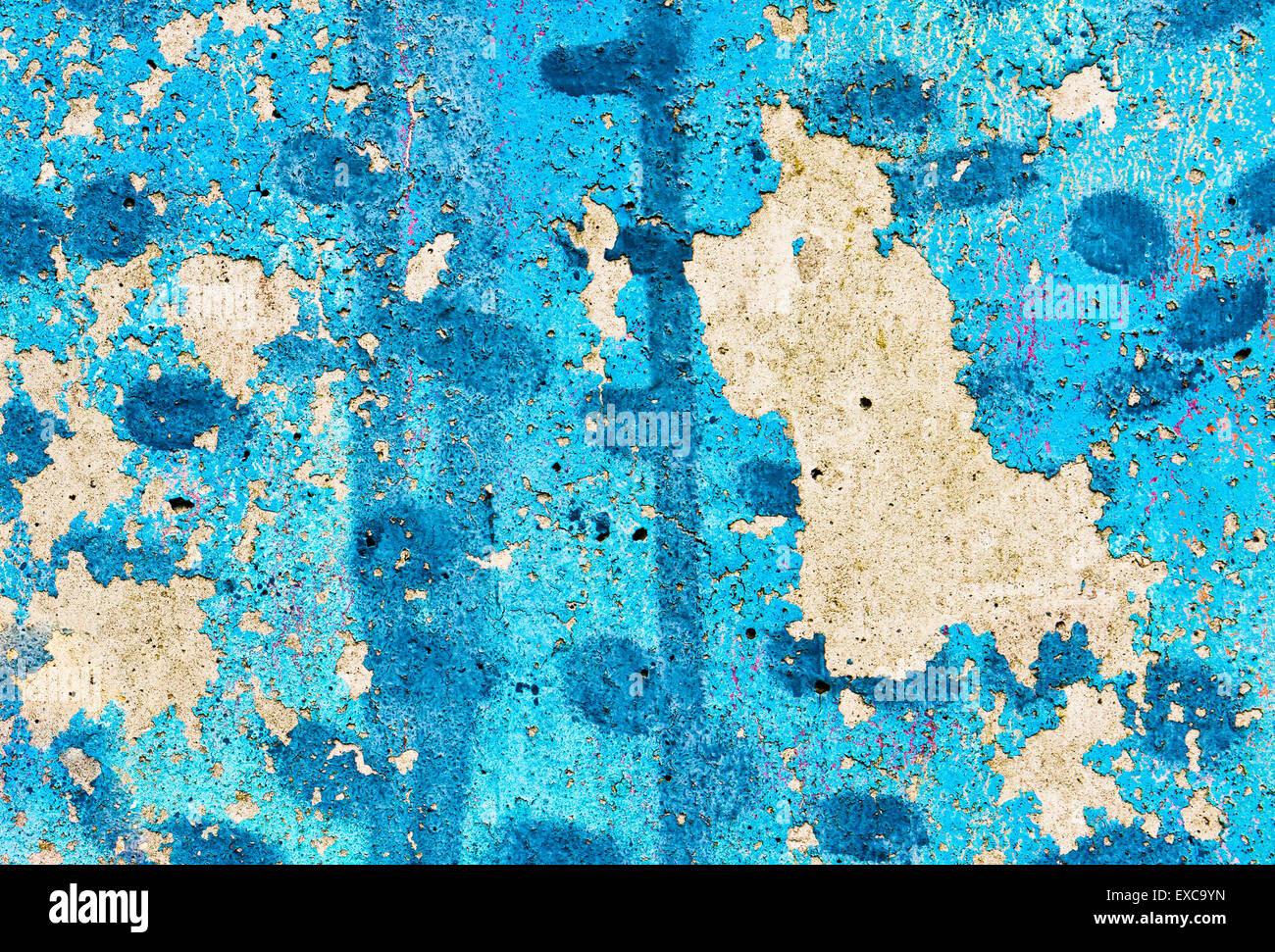 Pelar la pintura azul sobre un muro de piedra, como un fondo Imagen De Stock