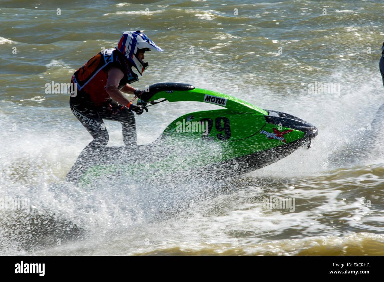 Hampshire, Reino Unido. 11 de julio de 2015. AquaX Jetski jinetes en la Carrera 2 del P1 Aquax el 11/07/2015 a Stokes Imagen De Stock