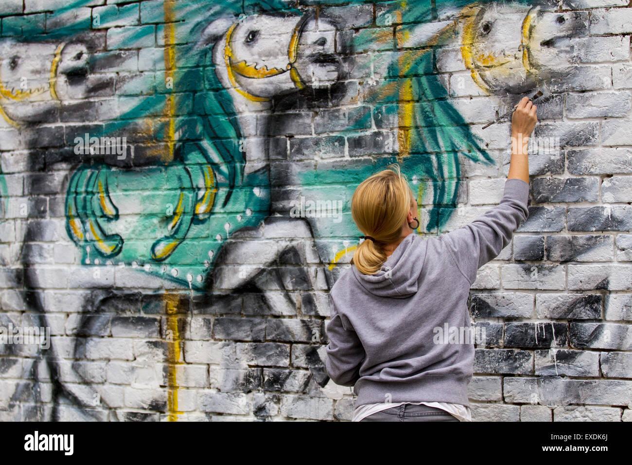 Cookson st alquiler de sitio del parque, Blackpool, Lancashire, Reino Unido. 12 de julio de 2015. Leona Bell pintura Imagen De Stock