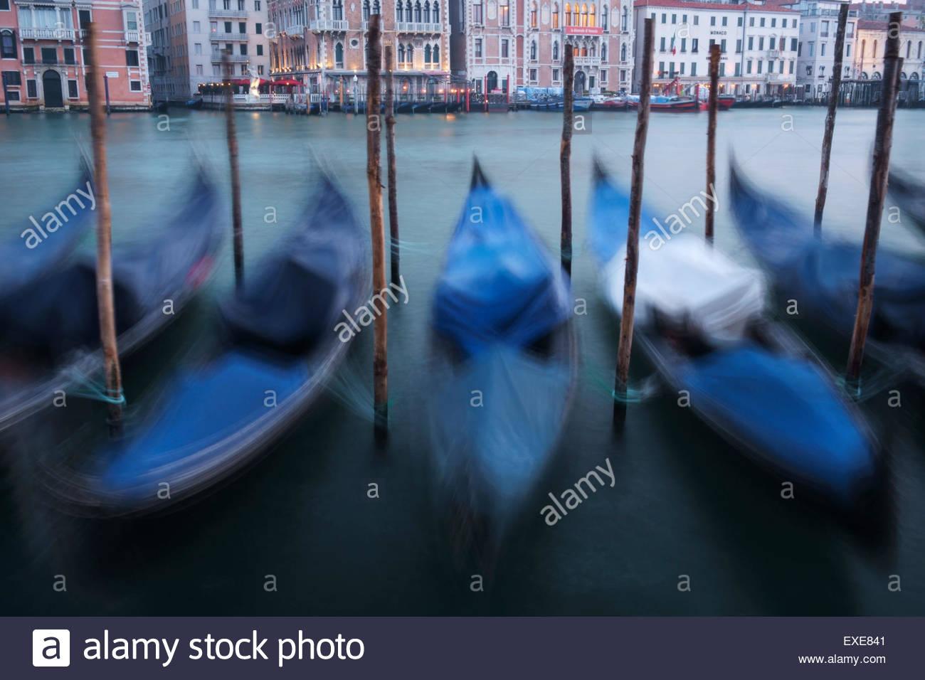 Góndola de Motion Blur, Venecia, Italia Imagen De Stock