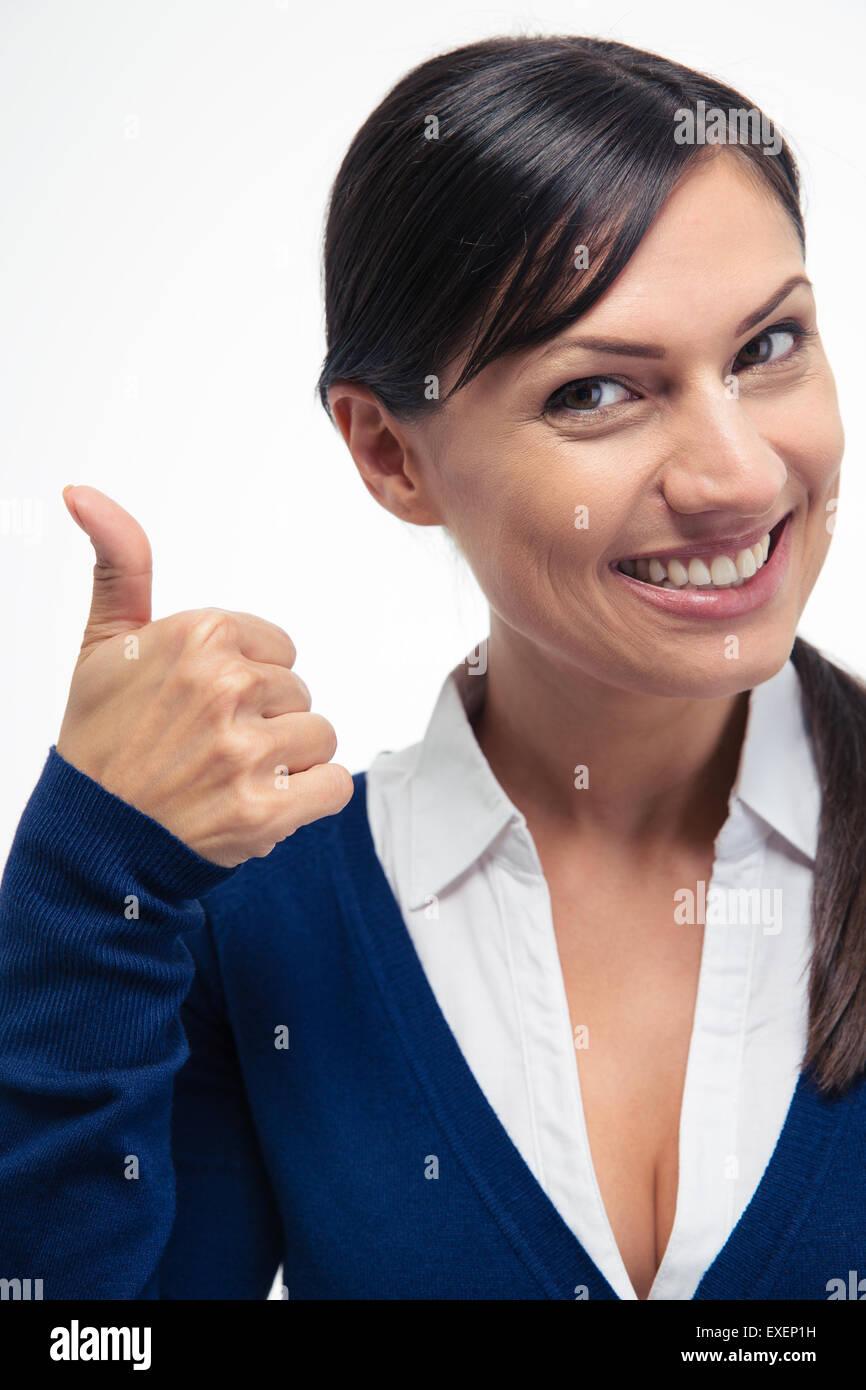 La empresaria sonriente mostrando pulgar arriba aislado sobre un fondo blanco. Mirando cmaera Imagen De Stock