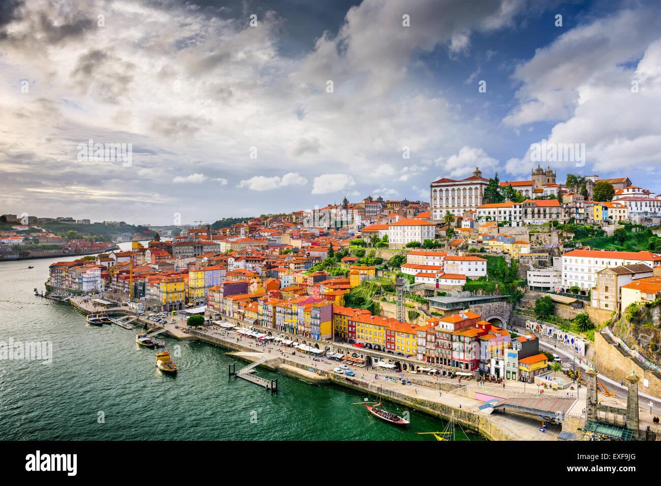 Oporto, Portugal, ciudad antigua en el río Duero. Imagen De Stock
