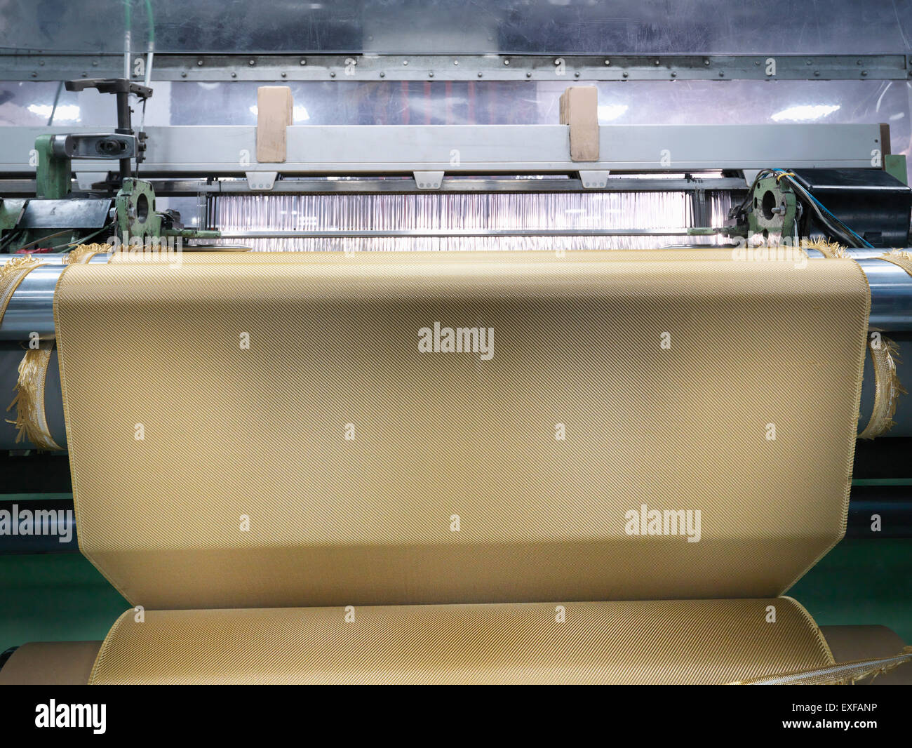 El Telar de tejer Tejido kevlar en fábrica de fibra de carbono Imagen De Stock