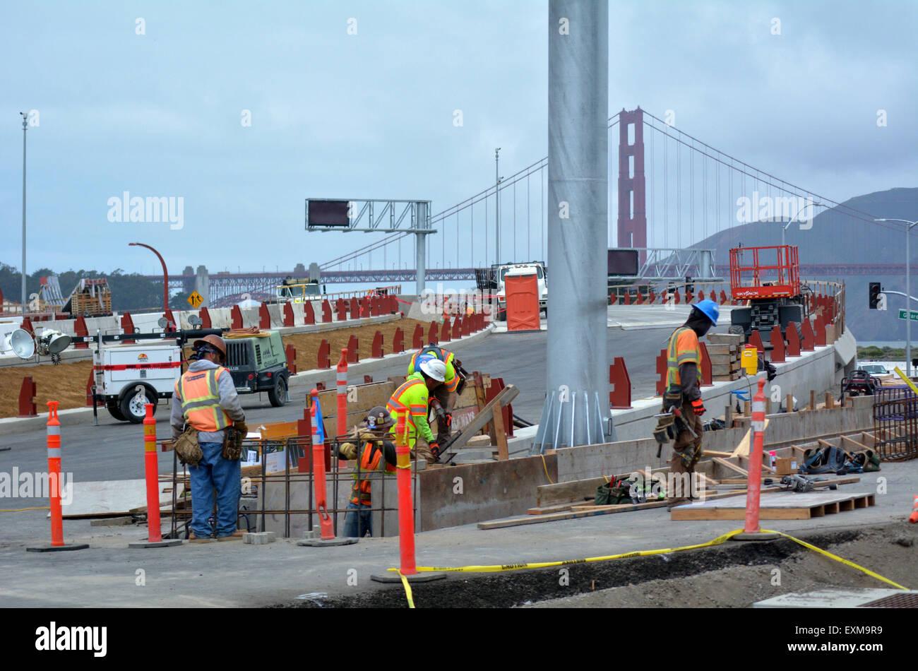 SAN FRANCISCO - 21 de mayo de 2015:Trabajadores de Carreteras de San Francisco parkway túneles en el trabajo.El Imagen De Stock