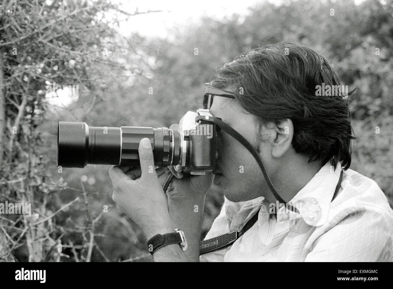 Fotógrafo de Jagdish Agarwal tomando una fotografía fundador Dinodia Photo Library Mumbai India - lanzamiento del modelo Foto de stock