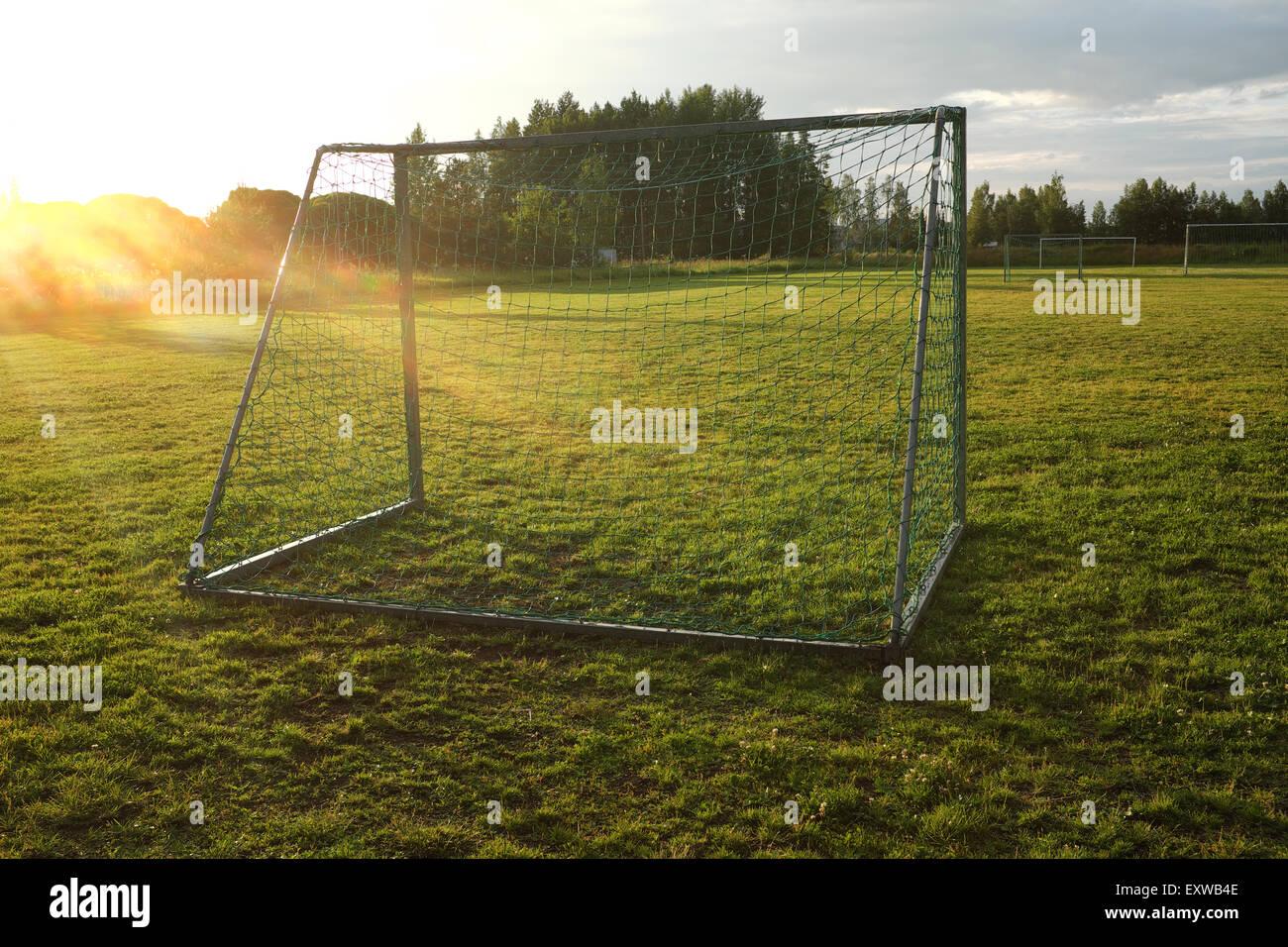 Gol en el campo de deportes de aldea Imagen De Stock