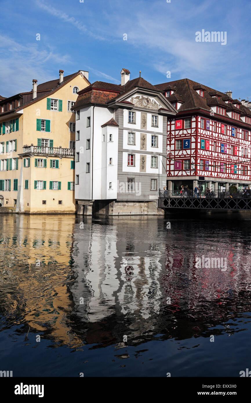 Adosados reflejando en el agua Imagen De Stock