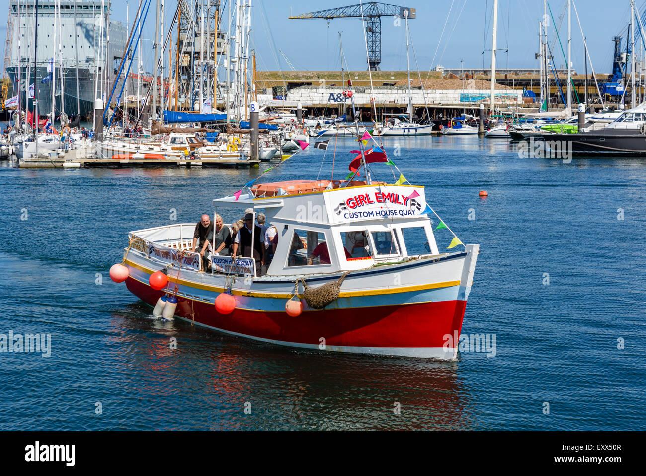 Viaje en barco regresando al puerto, Custom House Quay, Falmouth, Cornwall, Inglaterra, Reino Unido. Foto de stock