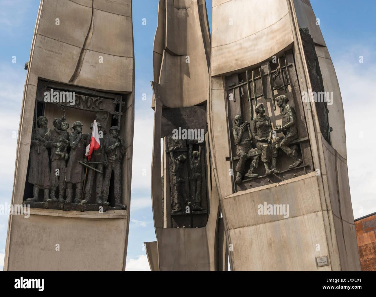 Detalle en el Monumento a los caídos de los trabajadores de los Astilleros Navales de 1970 en Gdansk, Polonia, Imagen De Stock