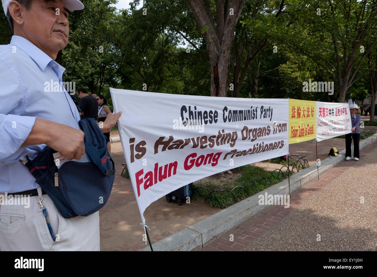 Los practicantes de Falun Gong protestan contra el Partido Comunista Chino - Washington, DC, EE.UU. Imagen De Stock