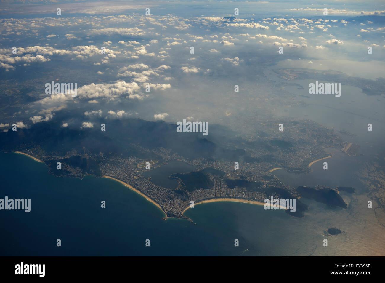 Vista aérea de las playas y del centro de la ciudad, Río de Janeiro, Brasil Imagen De Stock