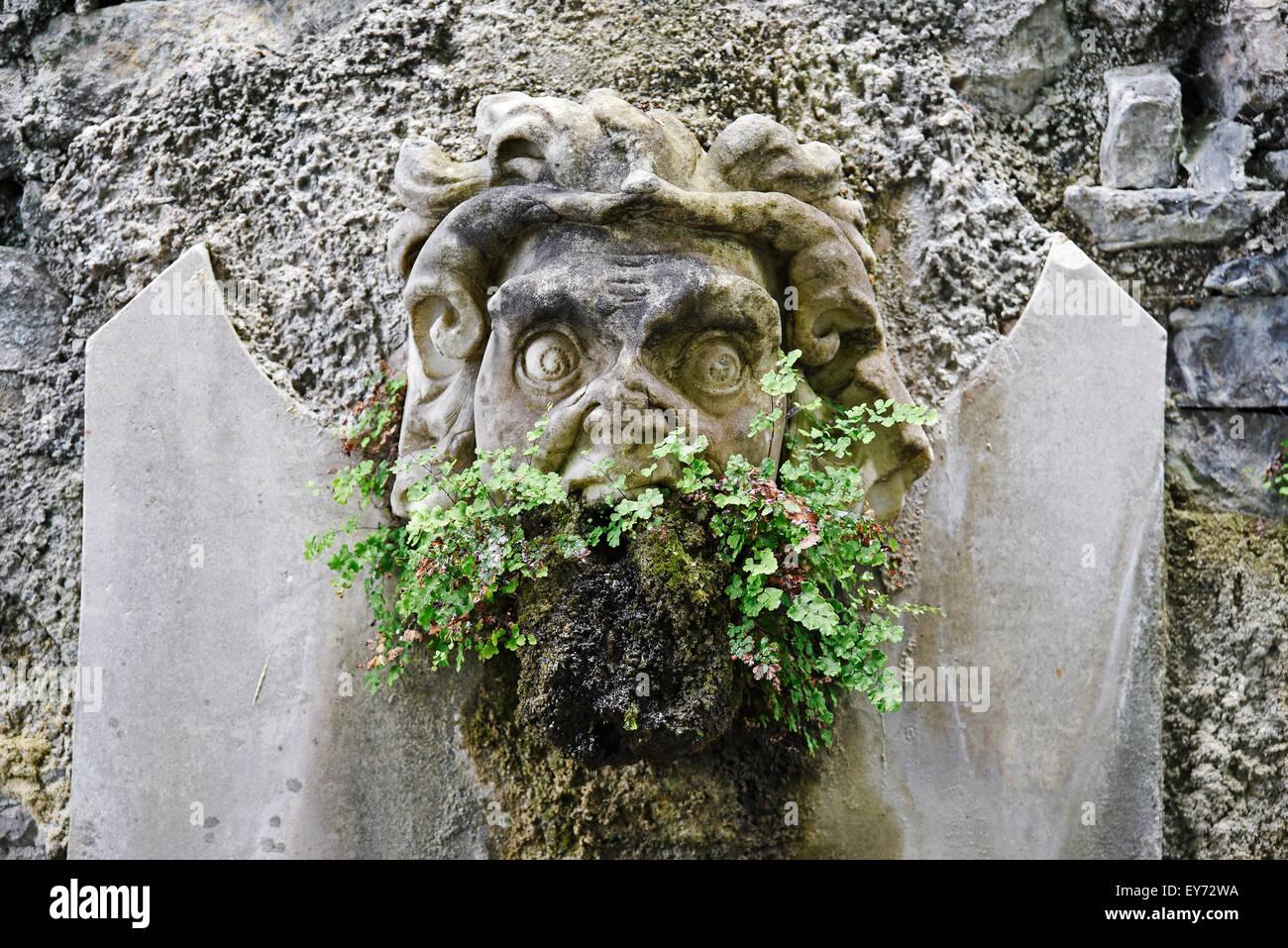 Fuente fugire, demonio, mueca, en el jardín de la villa Monastero, museo, Varenna, Lago de Como, Lago di Como, Imagen De Stock