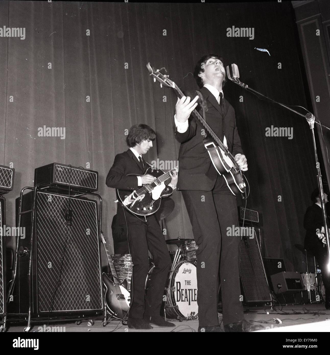 006183 - los Beatles en concierto en Roma, Italia, 27ª/28ª de junio de 1965 Imagen De Stock