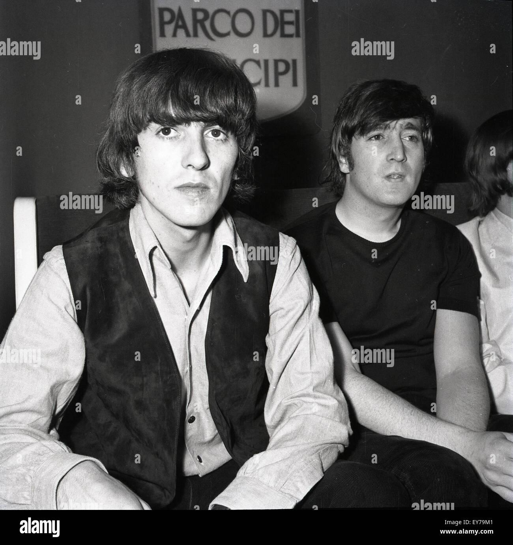 006188 - los Beatles en una conferencia de prensa en Roma, Italia, 27 de junio de 1965 Imagen De Stock