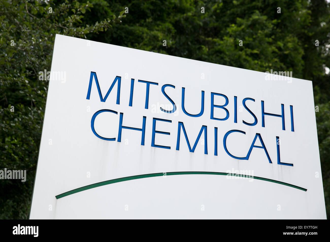 Un logotipo cartel fuera de una instalación ocupada por Mitsubishi Chemical en Chesapeake, Virginia el 18 de Imagen De Stock
