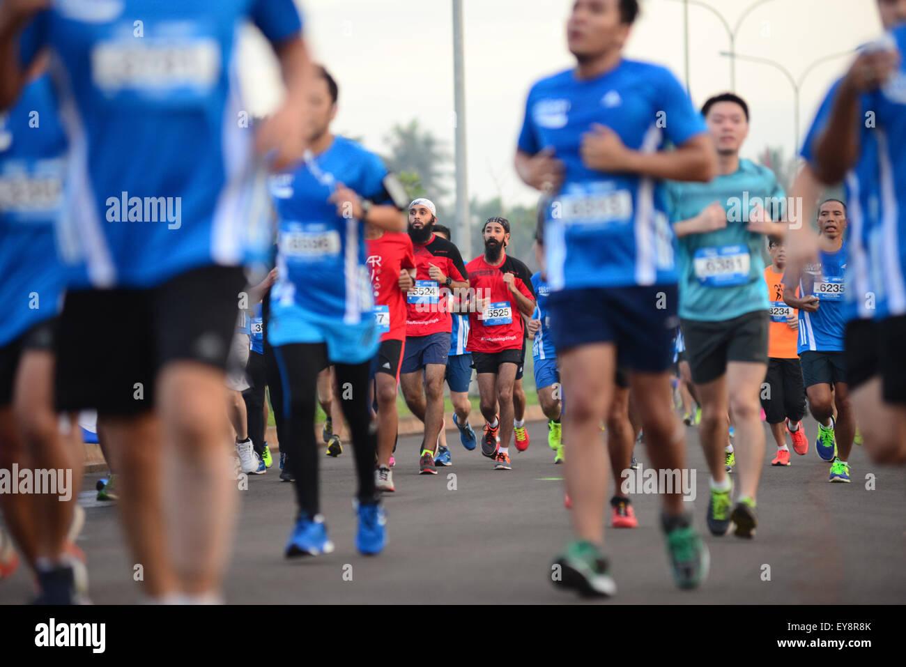 Carrera urbana. Estilo de vida tendencias la actividad deportiva en Indonesia. Imagen De Stock