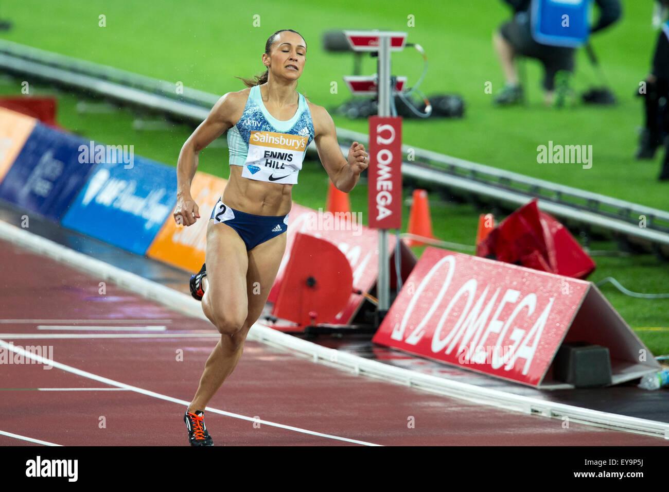 Londres, Reino Unido. 24 de julio de 2015. Jessica ENNIS-Hill, la mujer de los 100 metros vallas, Sainsbury's Liga Foto de stock